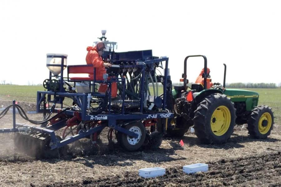 Agronomy equipment on the field, photo by Mario Tenuta.