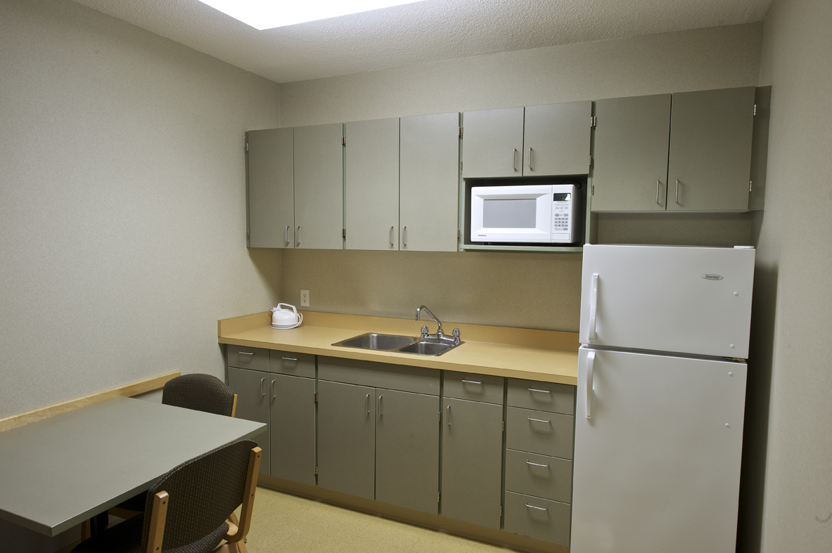 University of manitoba campus student residences for Kitchenette cabinets
