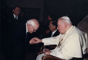 Leo Mol meeting Pope John Paul II (UCAWA - 07_01_036)