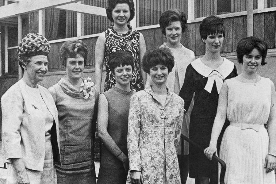 Group of nursing students in 1976
