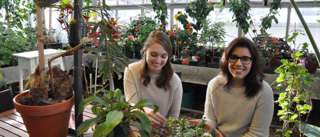 New Student and Peer Mentor visit the U of M greenhouse together.
