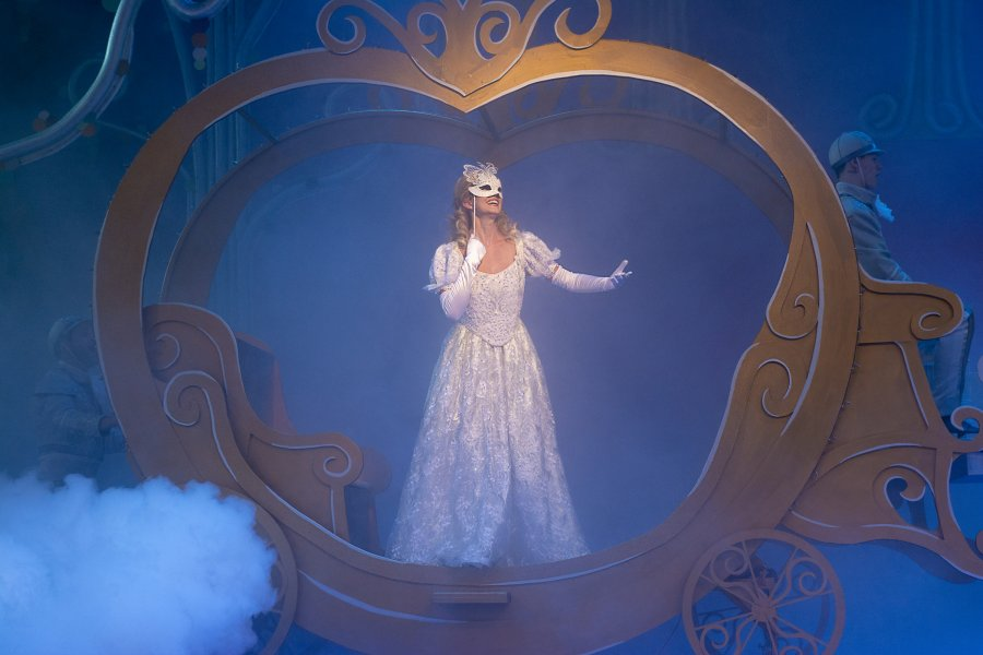 Alumna Colleen Furlan as Cinderella at Rainbow Stage