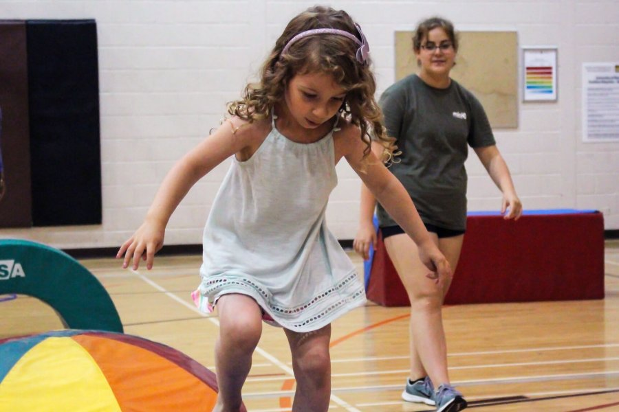 A Mini U participant playing.